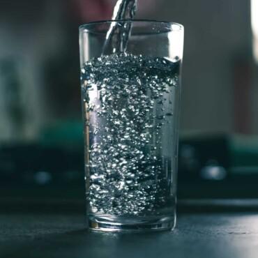 Filtrare apa: uita de drumurile la magazin si afla cum poti sa ai apa potabila direct de la robinet